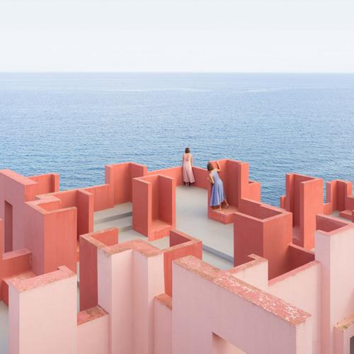 Pink A Boo: A Visual Game of Hide-and-Seek Inside La Muralla Roja