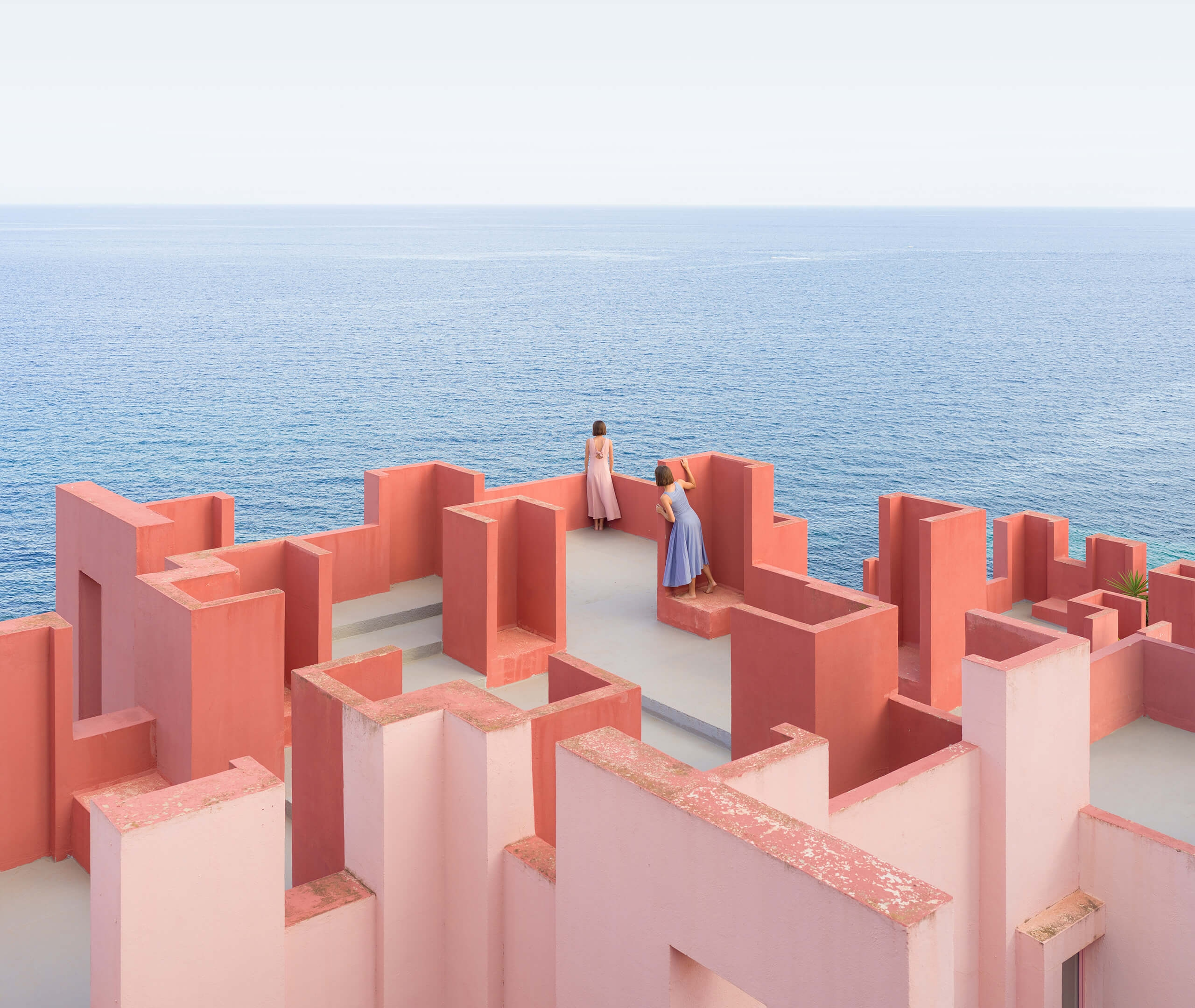 Pink A Boo: A Visual Game of Hide-and-Seek Inside La Muralla Roja